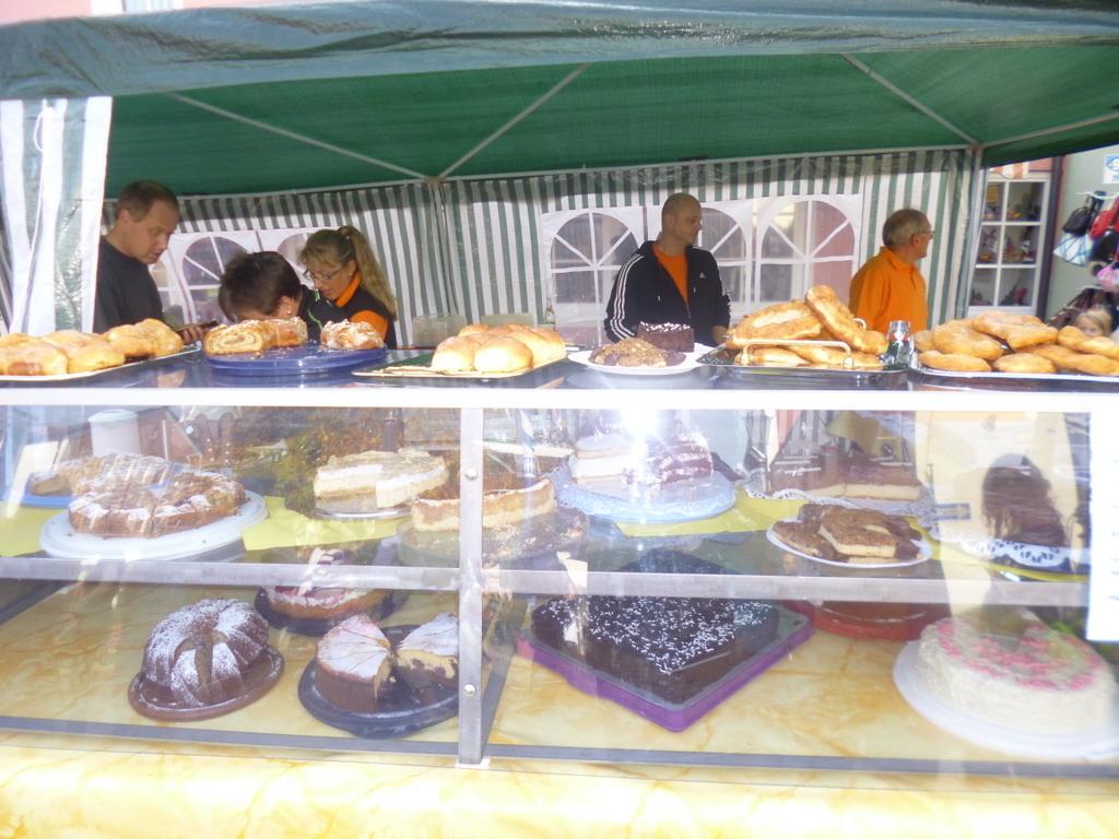Wsv Stand Mit Kaffee Und Kuchenverkauf Am Verkaufsoffenen Sonntag